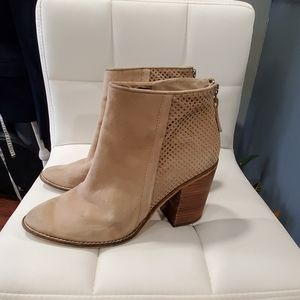 Steve Madden  tan ankle boots size 9